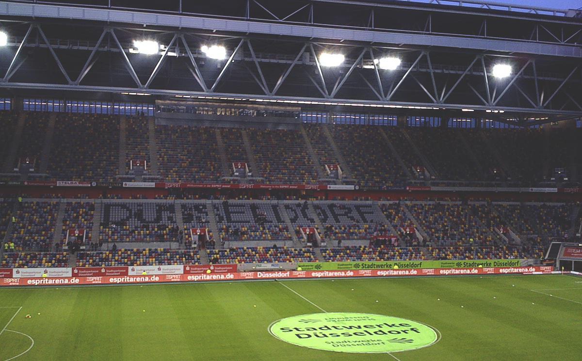 Arena Düsseldorf im Oktober 2009 vor einemAuswärtsspiel des KSC (ja, Smartphone-Kameras waren 2009 nicht besser…)