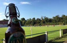 Kühles Bier auf dem heißen Sportplatz…