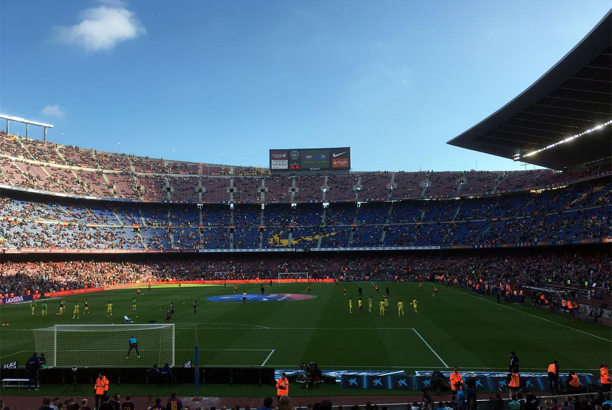Bild: Aufwärmen im noch spärlich gefüllten Camp Nou