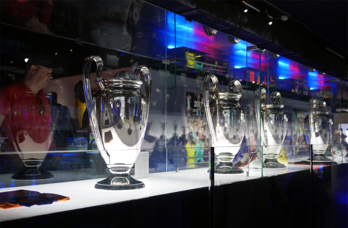 Bild: Champions League-Pokale im Museum