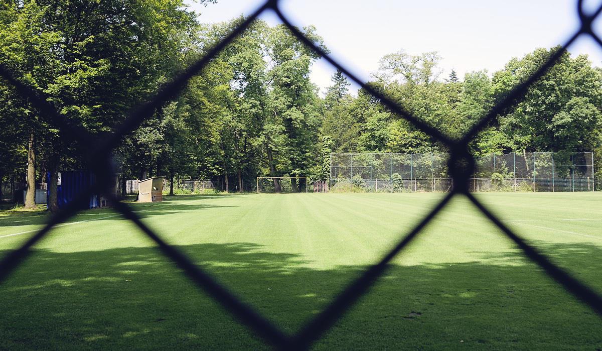 Bild: Ein leerer Fußballplatz