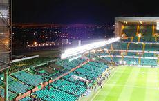 Der Blick aus dem Stadion über das abendliche Glasgow.