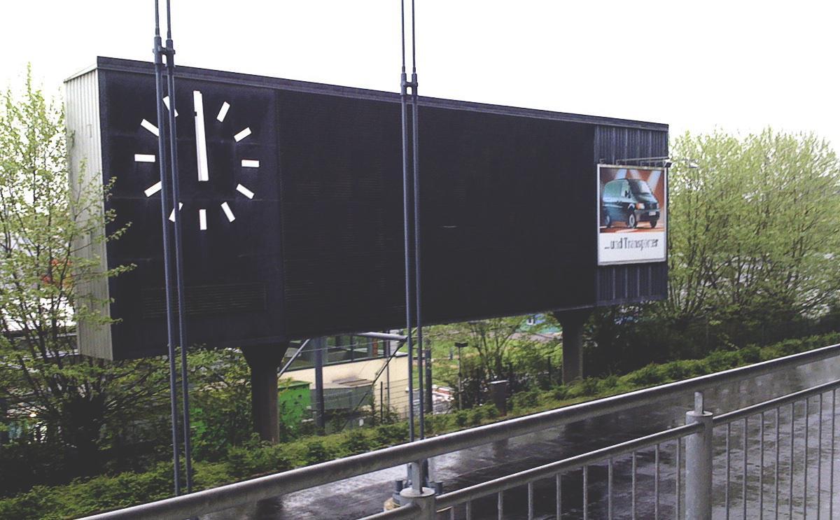 Anzeigetafel hinter dem Stadion, Duisburg, Mai 2010