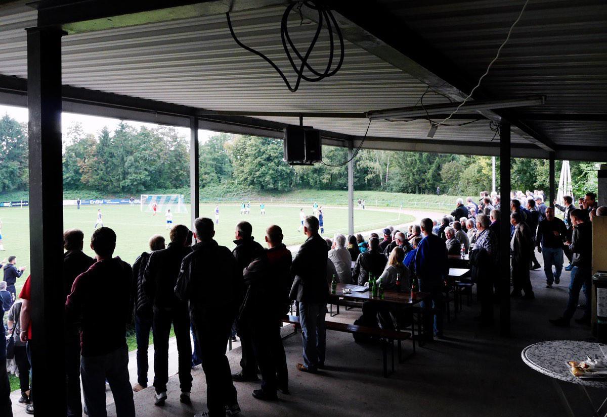 Bild: Publikum beim Bier