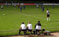 Unter den wachsamen Augen der Friedrichsttaler Trainerbank…