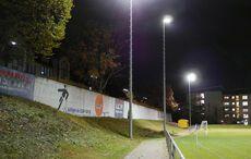 Ein Teil der Mauer des alten KFV-Stadions ist noch übrig. Rechts die Seniorenresidenz an Stelle der alten Stehplatzkurve…