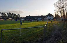 Pure Fußballromantik – Eckfahnenshot in der untergehenden Sonne…