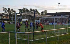 In der zweiten Hälfte war vor dem Tor des FC West Hochbetrieb…