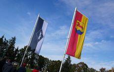 Die Flaggen des FC Germania und der Gemeinde Stutensee…