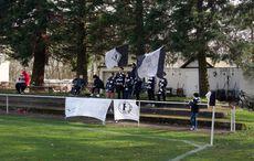 Der juvenile Friedrichstaler Supportblock mit Trommel und Fahne…