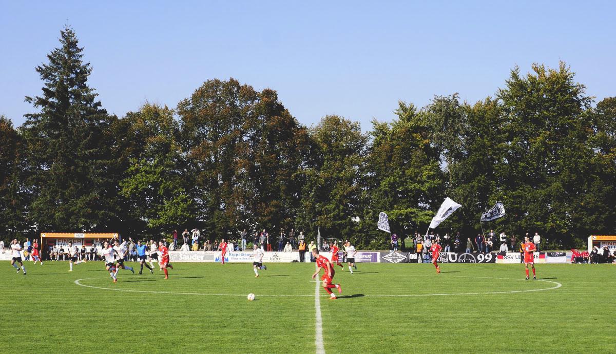 Bild: Stutensee-Stadion, Ulmer Angriff
