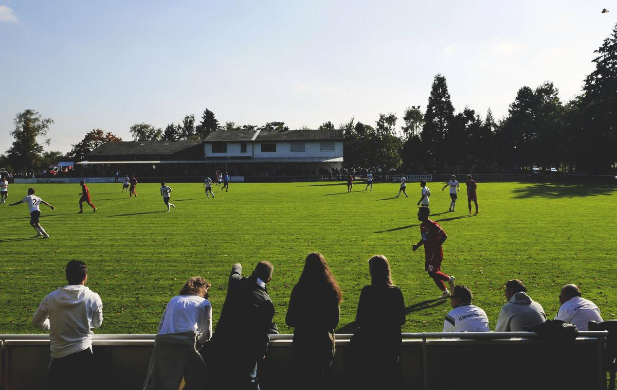 Bild: Stutensee-Stadion, auf der Gegengerade