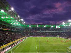 Das Highlight der ersten HZ: Es gab es einen grandiosen Himmel über dem Stadion zu bestaunen…