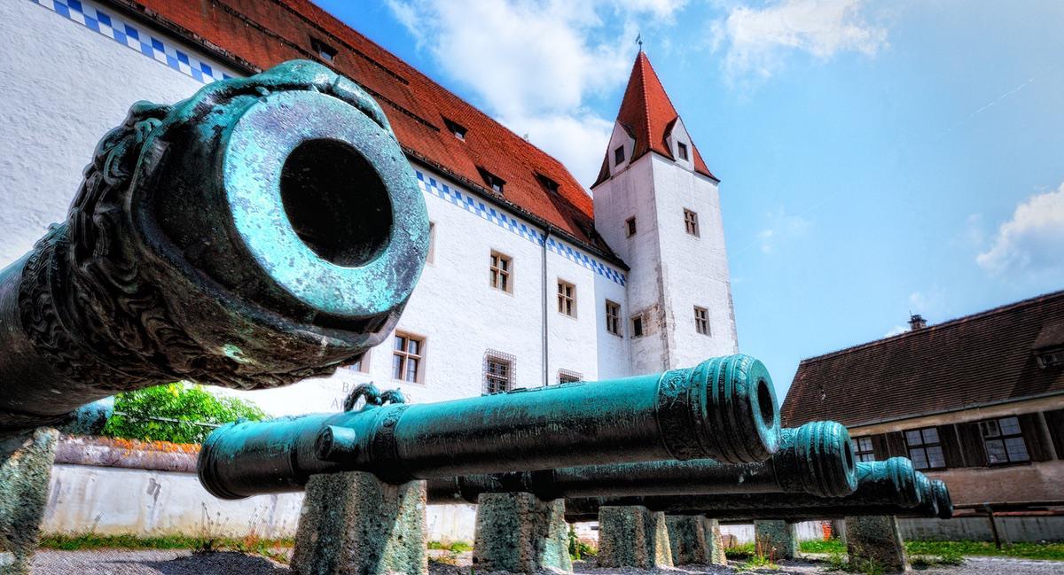 »Silent cannons« (novofotoo auf Flickr, CC BY-NC 2.0). Der »Herzogskasten« in Ingolstadt.