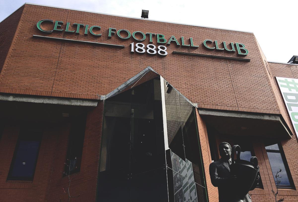 Bild: Celtic Park, Glasgow, Plastik von Jock Stein vor dem Eingang