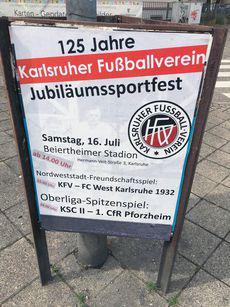 Reklame für das Jubiläumssportfest auf den Straßen Karlsruhes