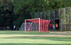 Es gibt schicke neue Tornetze in den Vereinsfarben des KFV…