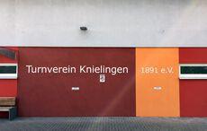 …zur neuen Sportanlage am Rande Karlsruhes…