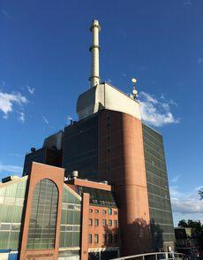 Vorbei an einem Kraftwerk…