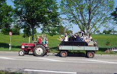 Der Support aus Stupferich kam mit dem Traktor aus dem Bergdorf gefahren…