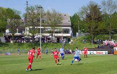 Duelle im Mittelfeld prägten das Spiel…