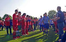 Spalier und Applaus für den Vize-Pokalsieger Hagsfeld…