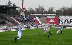Flaggenparade vor dem Spiel…