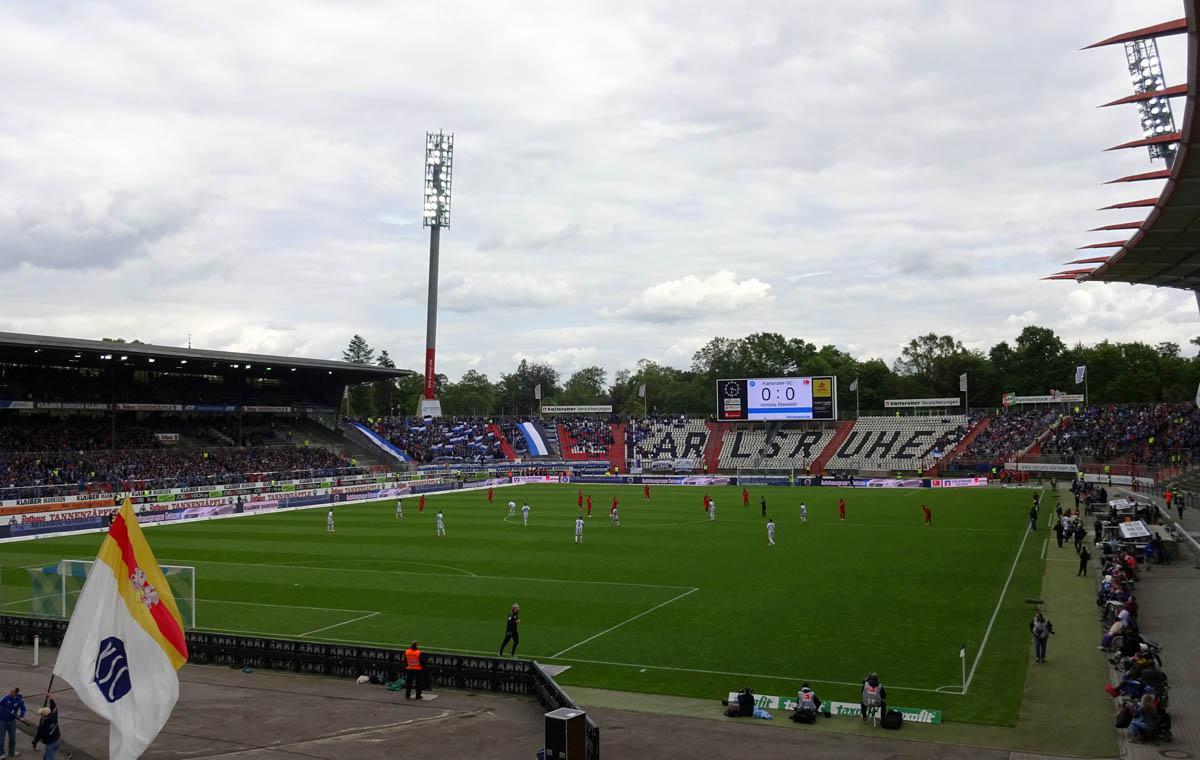 KSC vs Arminia Bielefeld, Anstoß.