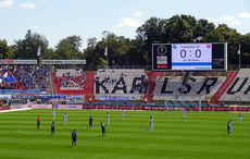 Der erste Anstoß im Wildpark der Saison zum Spiel KSC vs VfL Bochum
