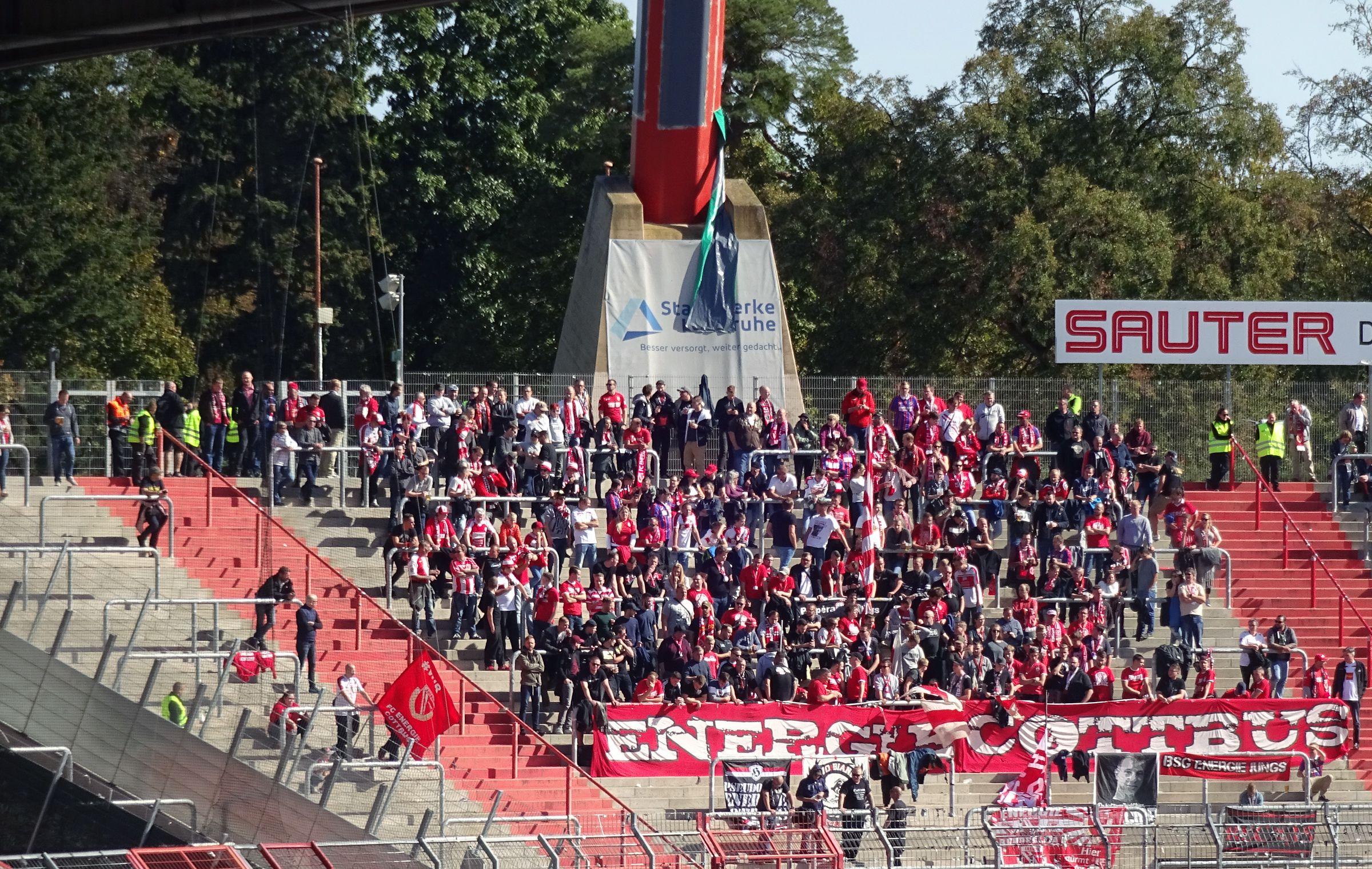 Die Cottbus-Fans standen einfach nur so da…
