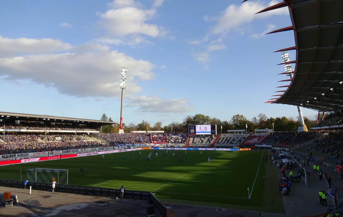 Der KSC spielt gegen den 1.FC Magdeburg 1:0 im Wildparkstadion.