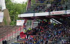 Die kleine Fanblockdelegation aus Großaspach durfte auf der Haupttribüne Platz nehmen!