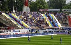 Die Fans aus Jena hatten bunte Tücher dabei!