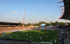 KSC vs SV Sandhausen im Sonnenschein.