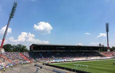 35 Grad und blauer Sommerhimmel über dem Wildparkstadion…