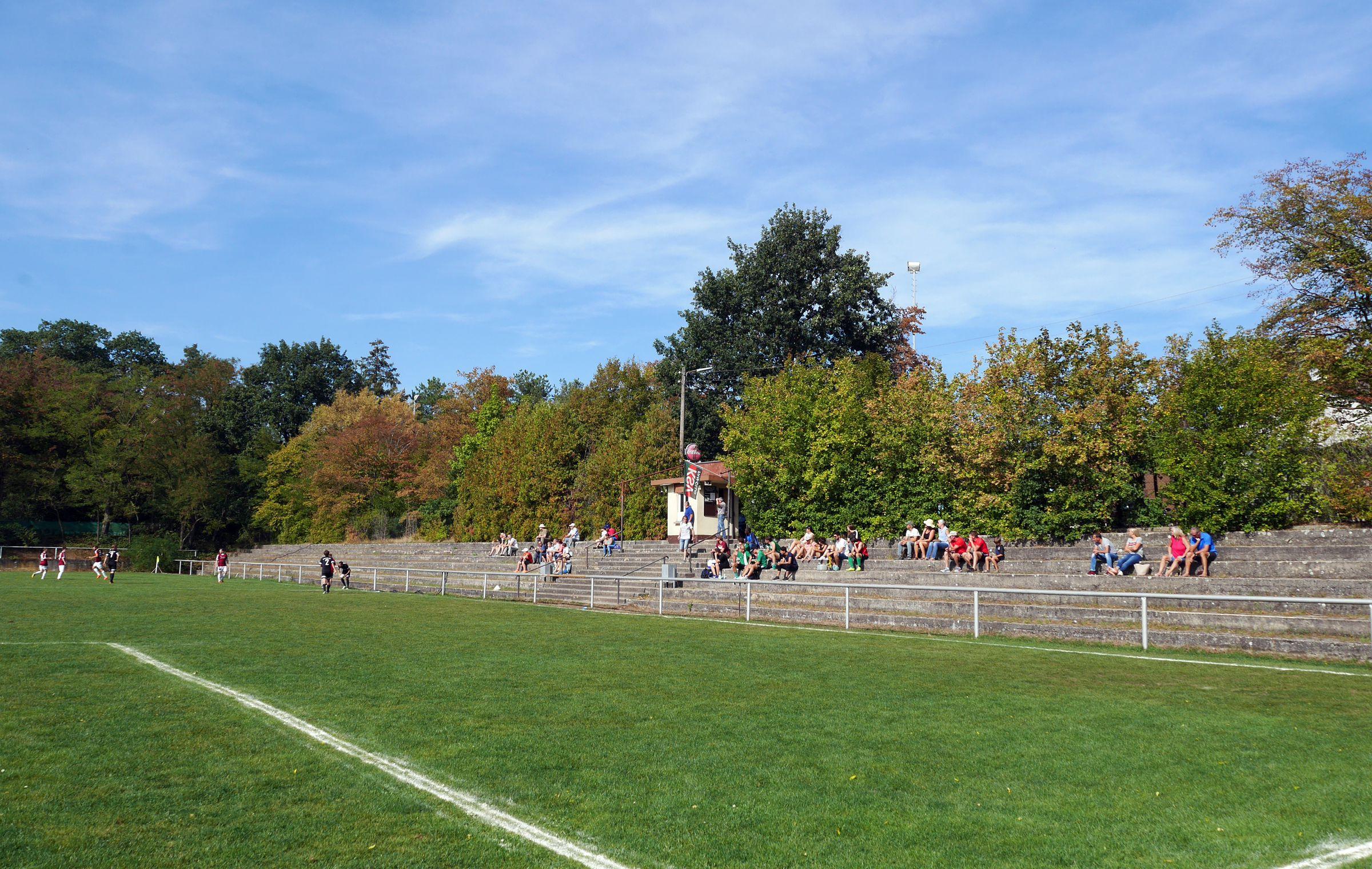 Eine hübsche Stehtribüne im Nordsternstadion…