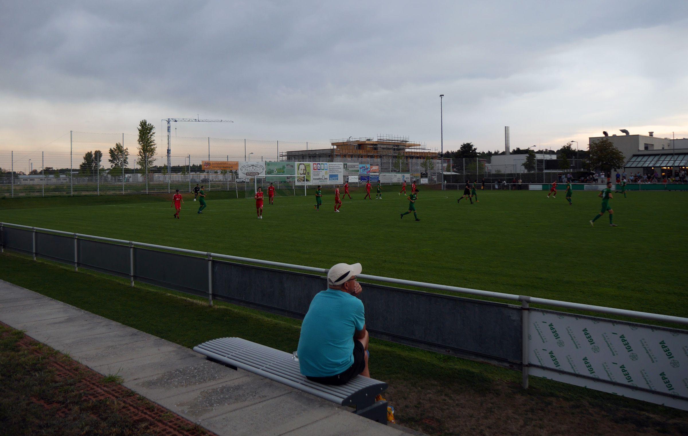 Fußball gucken in der Dämmerung…