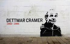 Der legendäre Dettmar Cramer an der Wand in der BayArena
