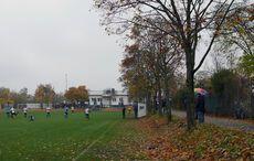 Ca. 60-80 Zusehende beim Kreisliga-Topspiel im Dauerregen…