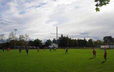 Fußball im Schatten des Heizkraftwerks…