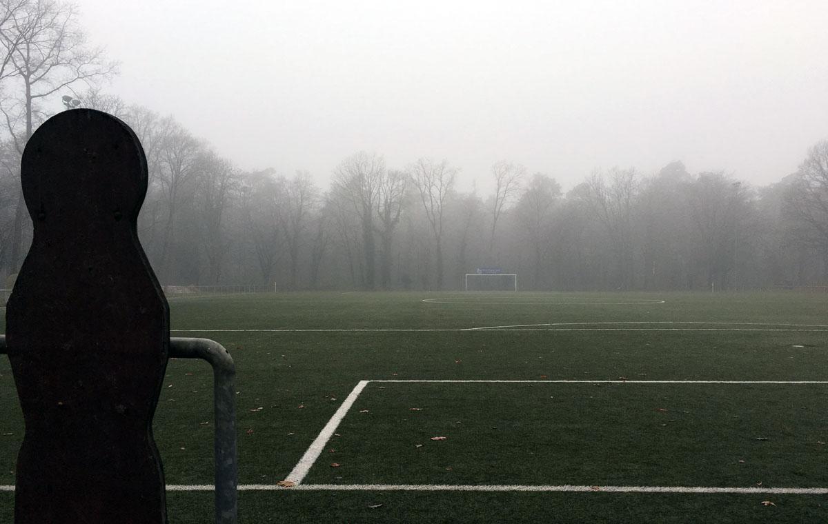 Der Fußball im Nebel…