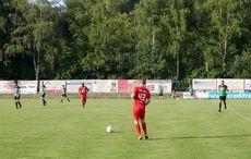Wie alle Karlsruher Sportplätze schön im Grünen gelegen…