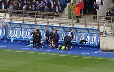 Selten: Ein Ersatzspieler krümmt sich auf dem Boden…