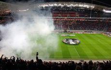 Europa-League-Hymne und Rauch