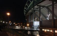 Red Bull Arena mit Treppen über die alten Traversen des Zentralstadions hinweg