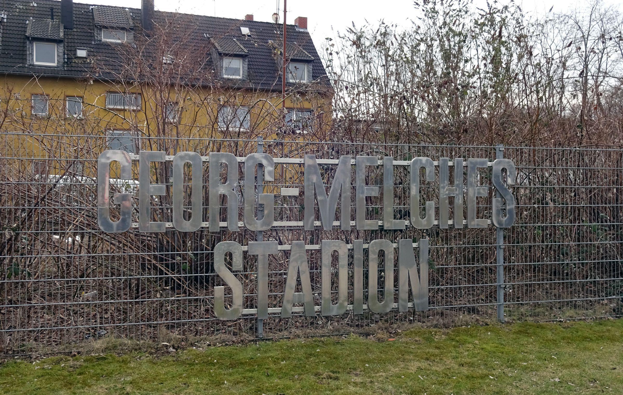Georg-Melches-Stadion (so hieß das alte Stadion an gleicher Stelle)