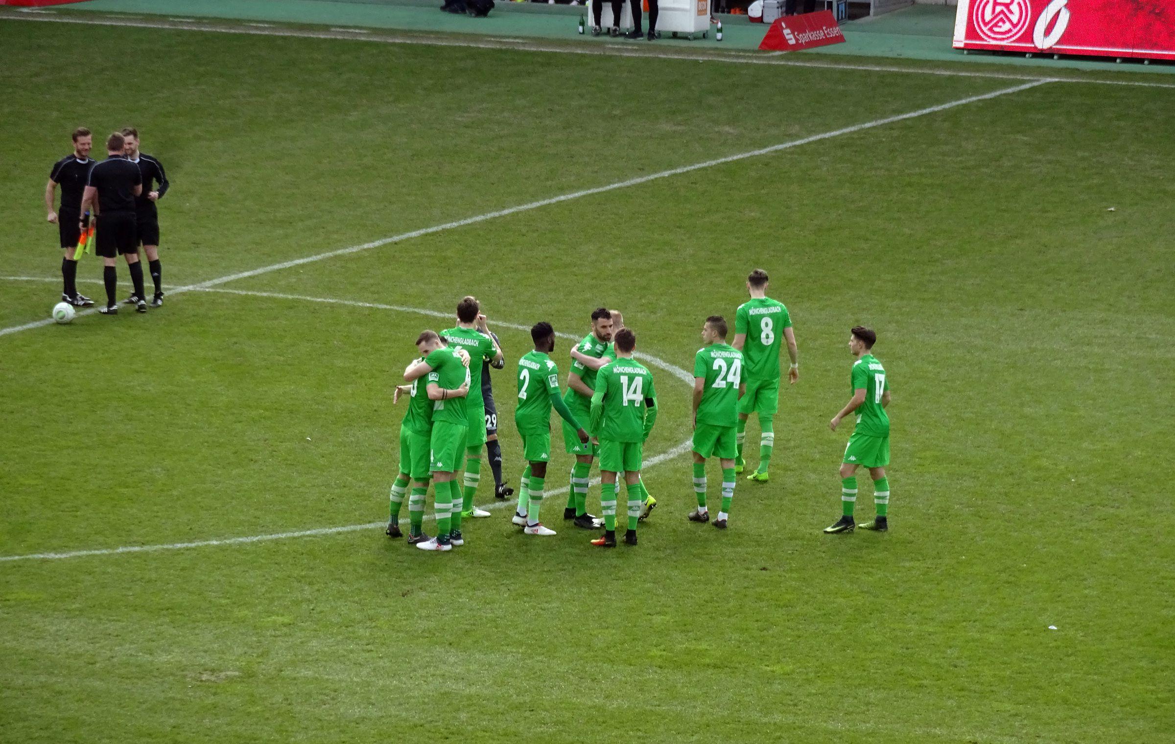 Die Gladbacher vor dem Spiel.