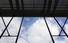 Blauer Himmel über dem Stadion…