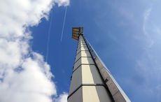 Ein Flutlichtmast des Georg-Melches-Stadion steht zur Erinnerung vor dem neuen Stadion…