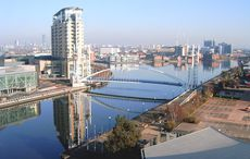 »Salford Quays from south bank of MSC« / Pit-yacker / Wikimedia Commons CC BY-SA 3.0